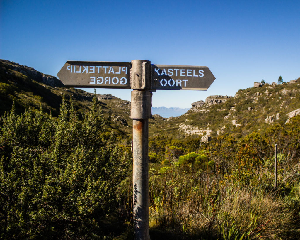 platteklip gorge and kasteelpoort sign on table mountain